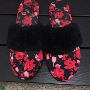 Victoria's Secret house slippers used M